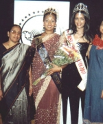 Amrita Persaud and Bhavna Toor, flanked by title sponsors Mr and Mrs Raja Gopal and Chief Organizers Neelam and Dharmatma Saran.