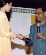 Mrs Chandra Harpaul, receiving Woman's Achievement Award from Dharmatma Saran