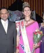 Kiran Hari & Neelam Saran, with the winner