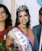 Reshoo Pande, with the organizers Neelam & Dharmatma Saran