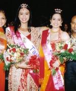 Nisha & Tashi, flanked by the choreographers Tricia Bhim & Divya Kumar
