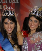 Natasha Arora , Miss India USA 2010, being crowned by Priyanka Singha, Miss India USA 2009