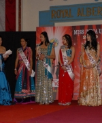 Emcees, Trina Chakravarty & Nikkitasha Marwaha with the top five finalists for the Question & Answer segment