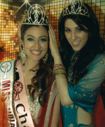Chandan Kaur, being crowned by outgoing Miss India USA, Natasha Arora