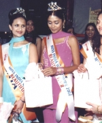 Surinder Walia, congratulates the winners with gifts
