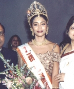 Neelam & Dharmatma Saran, with the winner