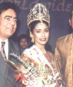 Amar Walia & Sabeer Bhatia, with the winner