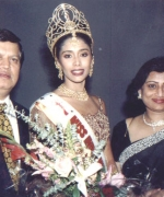 Ashok & Anjana Trivedi, with the winner