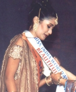 Usha Mathur, sashying the queen