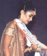 Usha Mathur, sashying the queen