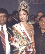 Satya Shaw & Babubhai Patel, hosts of Miss India USA 2002 in Los Angeles with the winner