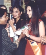 Contestants recieving gifts from Shirley Naidoo