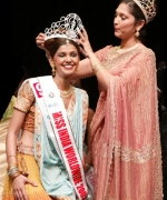 Purva Merchant, being crowned by the outgoing queen Santripti Vellody