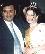 Rajan Singh,, Executive Vice-President of Sony Television crowning Miss Beautiful Eyes Anjali Punjabi of Hong Kong