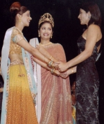 Archana Puran Singh, congratulating Purva Merchant while Santripti looks on