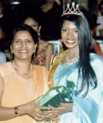 Shirlee Naidoo, Official Hair Stylist presenting a gift to Miss Beautiful Hair Laavanya Ambur of Germany