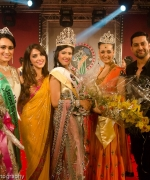 The winners, Aarti Chabbria and Aftab Shivdasani with Miss India Worldwide, First Runner Up and Second Runner Up